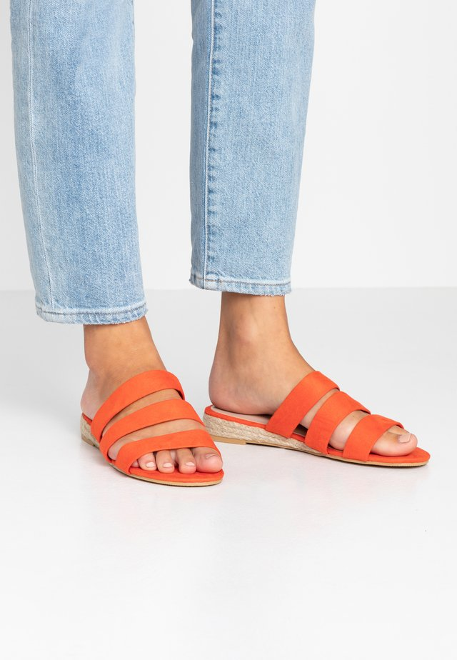 WIDE FIT FOREVER  - Mules - orange