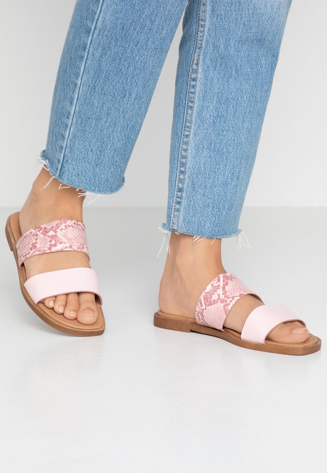 WIDE FIT FRANK - Mules - pink