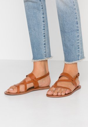 FABIENNE TRIPLE STRAP GLAD T-BAR - Sandály s odděleným palcem - tan