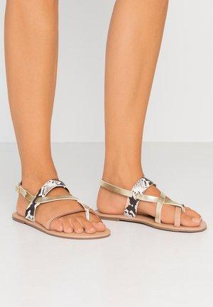 FABIENNE TRIPLE STRAP GLAD T-BAR - Sandály s odděleným palcem - nude