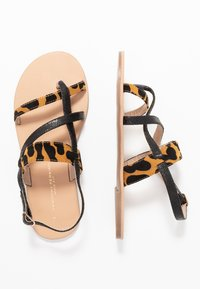 Dorothy Perkins Wide Fit - FABIENNE TRIPLE STRAP GLAD T-BAR - Teensandalen - black - 3