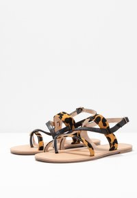 Dorothy Perkins Wide Fit - FABIENNE TRIPLE STRAP GLAD T-BAR - Teensandalen - black - 4