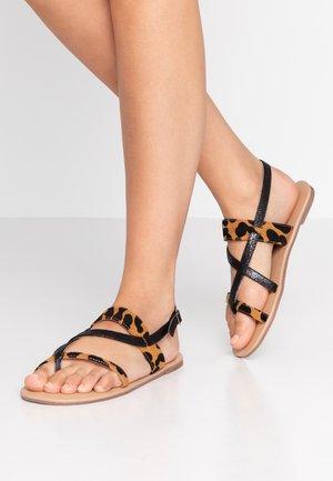 FABIENNE TRIPLE STRAP GLAD T-BAR - Sandály s odděleným palcem - black