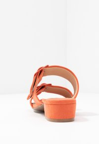 Dorothy Perkins Wide Fit - WIDE FIT BIBI BUCKLE SLIDE - Sandalias planas - orange - 5
