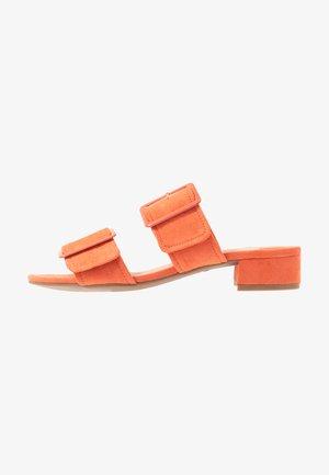WIDE FIT BIBI BUCKLE SLIDE - Slip-ins - orange