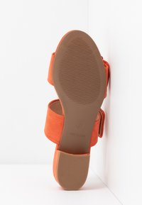 Dorothy Perkins Wide Fit - WIDE FIT BIBI BUCKLE SLIDE - Sandalias planas - orange - 6