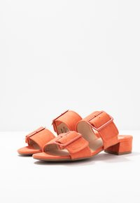 Dorothy Perkins Wide Fit - WIDE FIT BIBI BUCKLE SLIDE - Sandalias planas - orange - 4