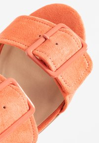 Dorothy Perkins Wide Fit - WIDE FIT BIBI BUCKLE SLIDE - Sandalias planas - orange - 2
