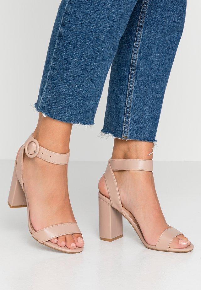 WIDE FIT BIKINI BLOCK - Højhælede sandaletter / Højhælede sandaler - cream