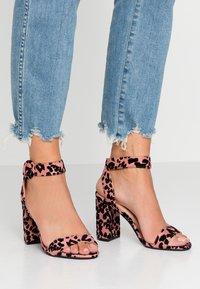 Dorothy Perkins Wide Fit - WIDE FIT BIKINI BLOCK - Sandály na vysokém podpatku - pink - 0