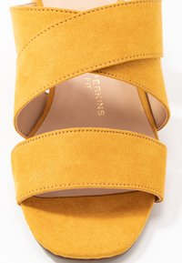 Dorothy Perkins Wide Fit - WIDE FIT BART MULE CROSS OVER - Pantofle na podpatku - yellow - 2