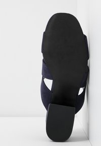 Dorothy Perkins Wide Fit - WIDE FIT BART MULE CROSS OVER - Mules à talons - navy - 6