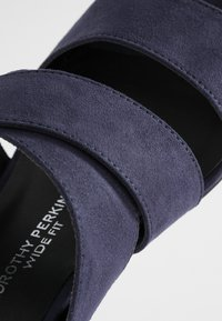 Dorothy Perkins Wide Fit - WIDE FIT BART MULE CROSS OVER - Mules à talons - navy - 2