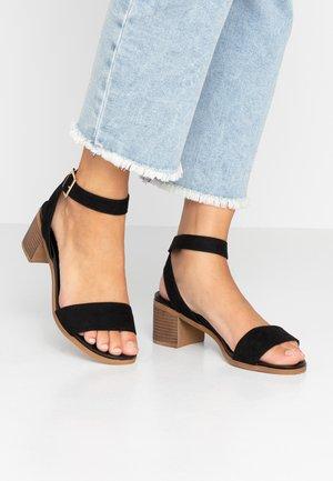 WIDE FIT COMFORT FOOTBED STACK HEEL - Sandals - black