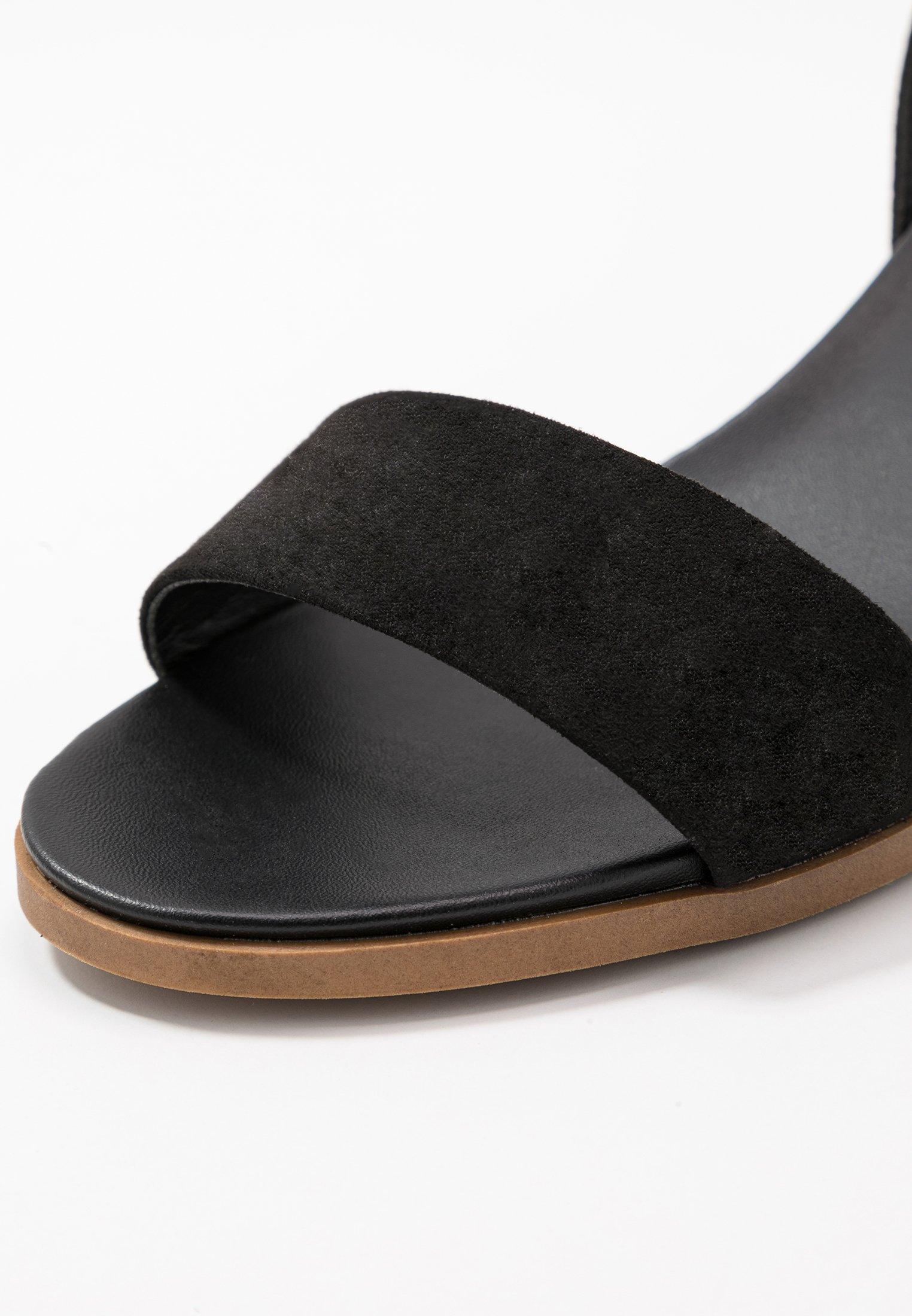 Perkins HeelSandales Black Comfort Fit Dorothy Wide Footbed Stack 67Ygbfy