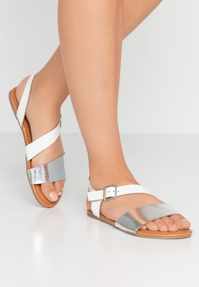 WIDE FIT FLORRIE ASYMETTRIC FLAT - Sandály - silver