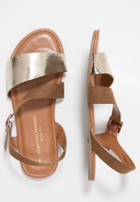Dorothy Perkins Wide Fit - WIDE FIT FLORRIE ASYMETTRIC FLAT - Sandals - gold - 3