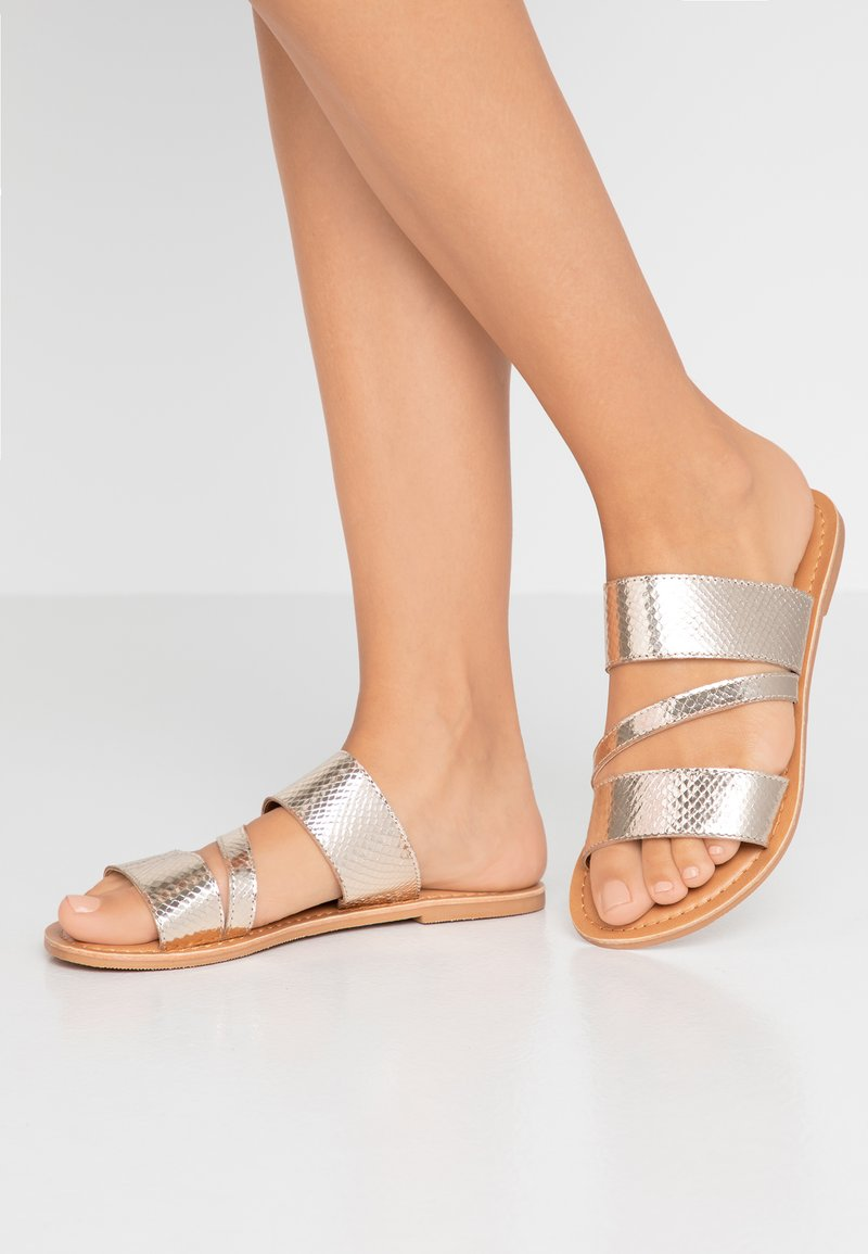 Dorothy Perkins Wide Fit - WIDE FIT ASYMMETRIC TRIPLE STRAP  - Pantofle - gold