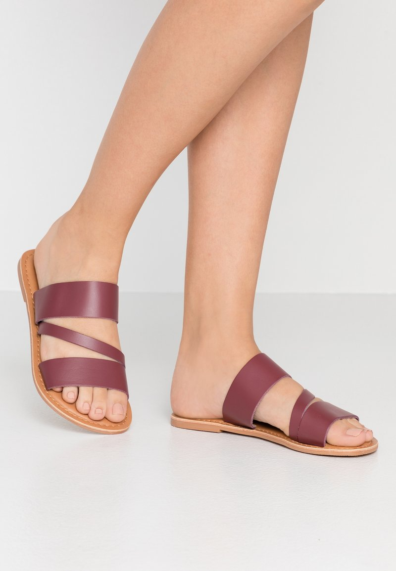 Dorothy Perkins Wide Fit - WIDE FIT ASYMMETRIC TRIPLE STRAP  - Mules - burgundy