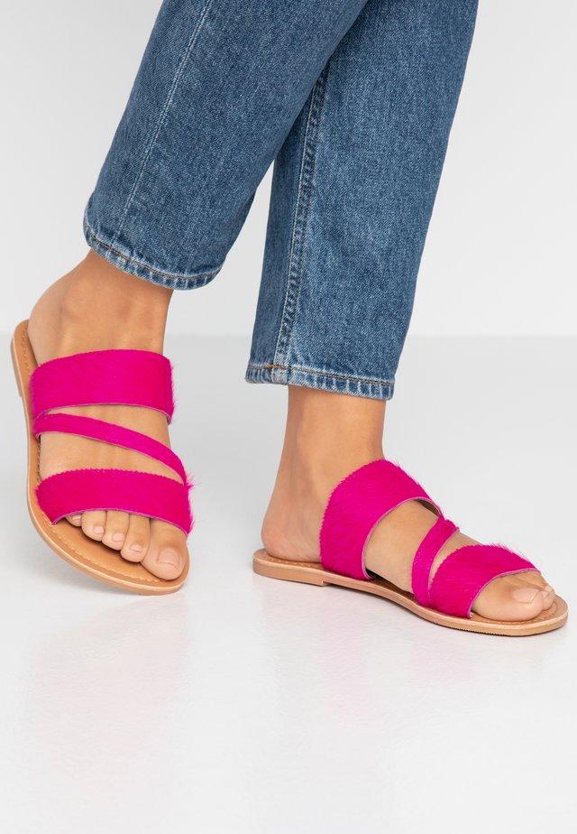 WIDE FIT ASYMMETRIC TRIPLE STRAP  - Pantolette flach - pink