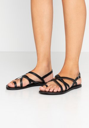 WIDE FIT JOSETTE CROSS OVER STRAPPY TOE LOOP - Teensandalen - black