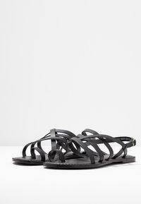 Dorothy Perkins Wide Fit - WIDE FIT JOSETTE CROSS OVER STRAPPY TOE LOOP - Sandály s odděleným palcem - black - 4