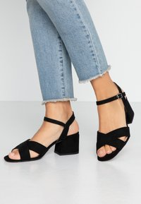 Dorothy Perkins Wide Fit - WIDE FIT BOOM CROSS OVER BLOCK HEEL - Sandály - black - 0