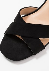 Dorothy Perkins Wide Fit - WIDE FIT BOOM CROSS OVER BLOCK HEEL - Sandály - black - 2