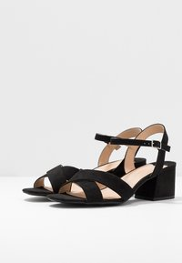 Dorothy Perkins Wide Fit - WIDE FIT BOOM CROSS OVER BLOCK HEEL - Sandály - black - 4