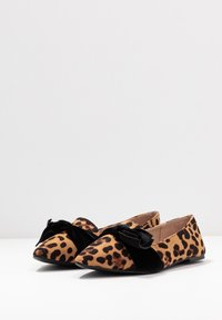 Dorothy Perkins Wide Fit - WIDE FIT PERCY LEOPARD - Instappers - brown - 4