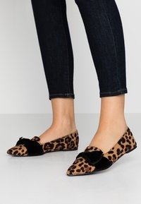 Dorothy Perkins Wide Fit - WIDE FIT PERCY LEOPARD - Instappers - brown - 0