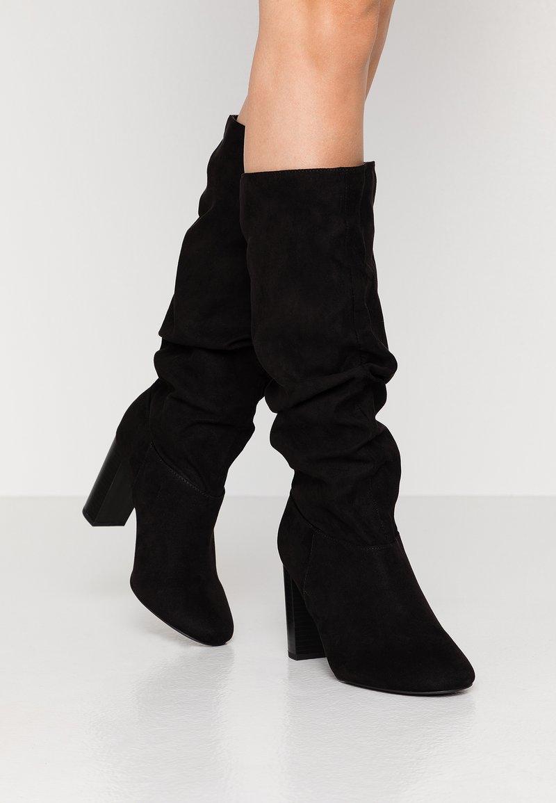 Dorothy Perkins Wide Fit - WIDE FIT KISS 70S LONG BOOT - Kozačky na vysokém podpatku - black