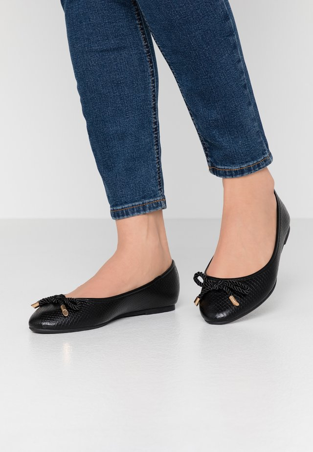WIDE FIT PRISCILLA - Ballet pumps - black