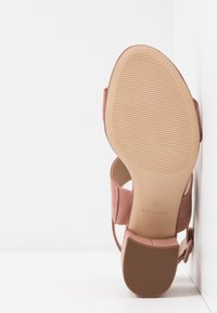 Dorothy Perkins Wide Fit - WIDE FIT SADE DOUBLE STRAP MULE - Sandalias - blush - 6