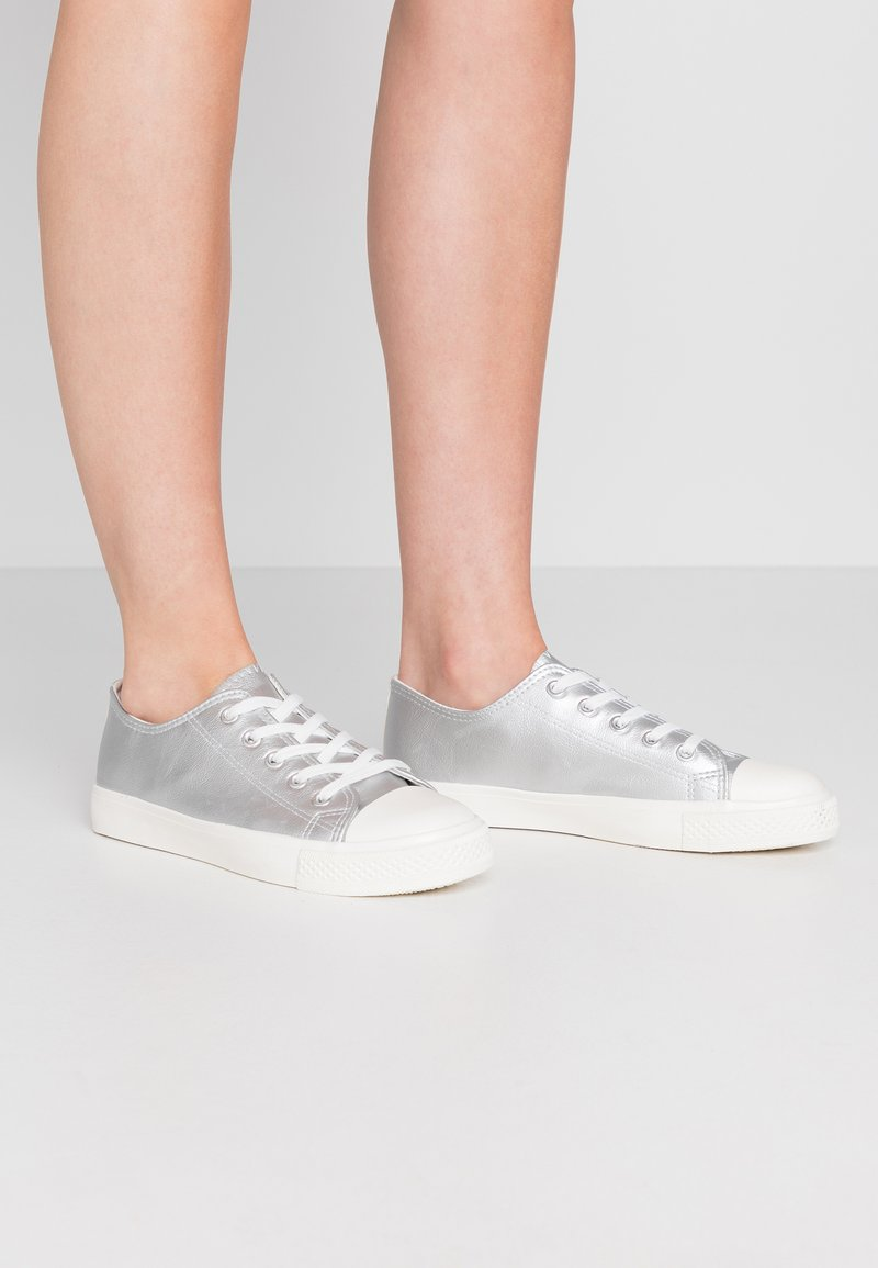 Dorothy Perkins Wide Fit - WIDE FIT ICON  - Trainers - silver