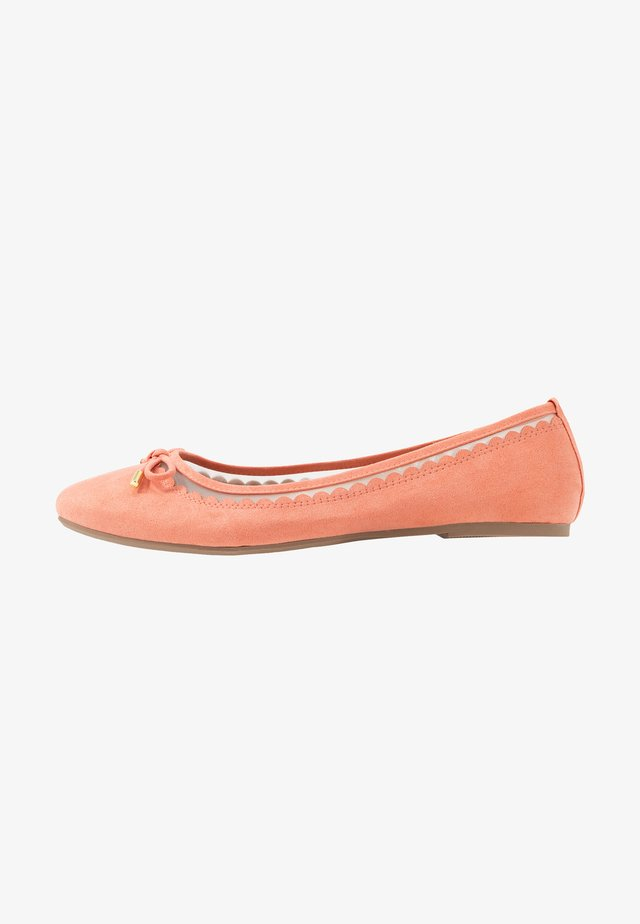 WIDE FIT PIPPASCALLOP ROUND TOE  - Ballet pumps - coral