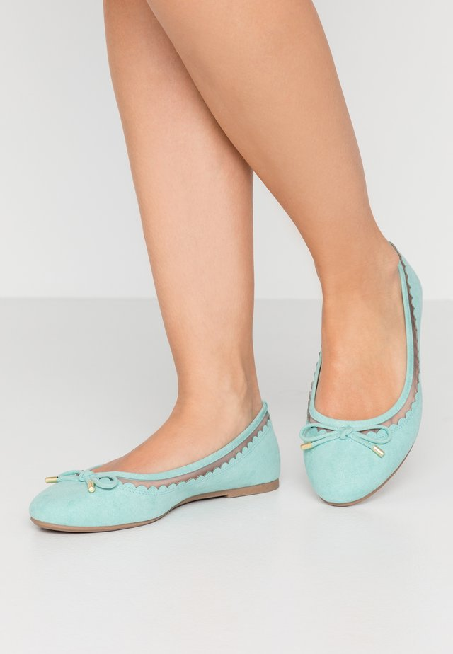 WIDE FIT PIPPASCALLOP ROUND TOE  - Ballet pumps - green
