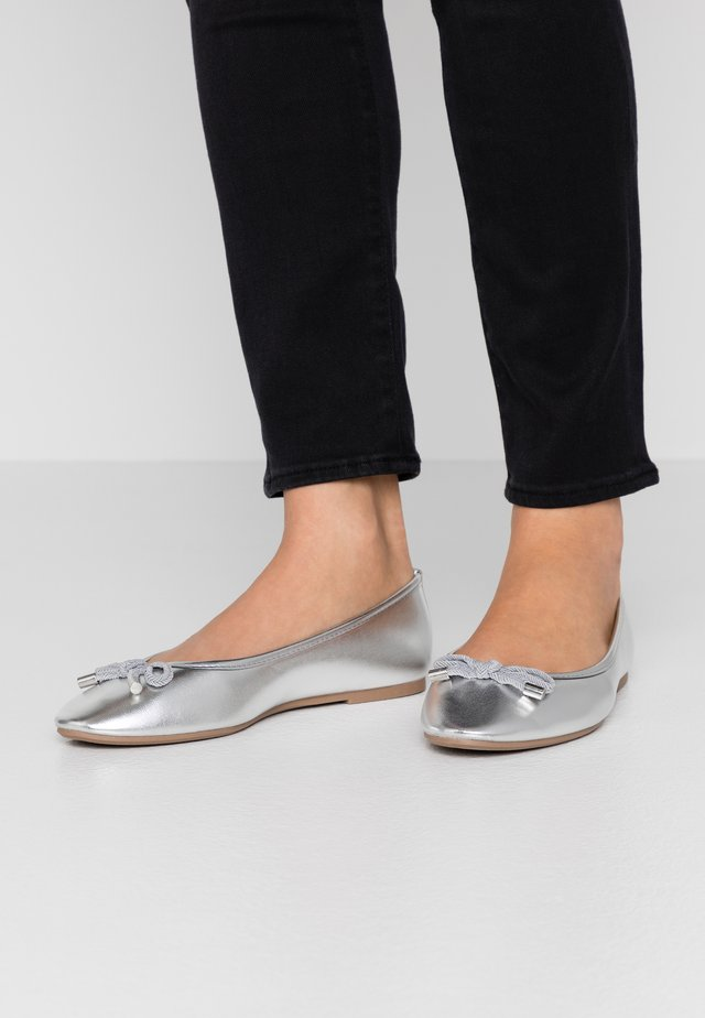 WIDE FIT PEACH  - Ballerines - silver