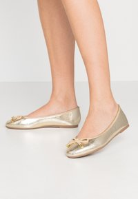 Dorothy Perkins Wide Fit - WIDE FIT PEACH  - Ballet pumps - gold - 0