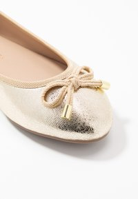 Dorothy Perkins Wide Fit - WIDE FIT PEACH  - Ballet pumps - gold - 2