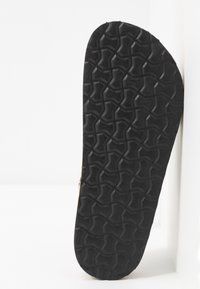 Dorothy Perkins Wide Fit - WIDE FIT FOXY DOUBLE BUCKLE FOOTBED - Domácí obuv - black - 4