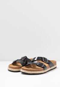 Dorothy Perkins Wide Fit - WIDE FIT FOXY DOUBLE BUCKLE FOOTBED - Domácí obuv - black - 2