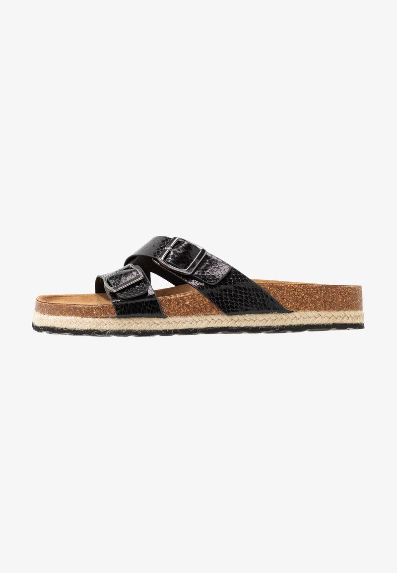 Dorothy Perkins Wide Fit - WIDE FIT FOXY DOUBLE BUCKLE FOOTBED - Domácí obuv - black