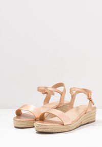 Dorothy Perkins Wide Fit - WIDE FIT RHIANNA 2 PART - Espadrilky - rose gold - 4