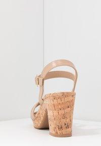Dorothy Perkins Wide Fit - WIDE FIT RHONDA NOTCH WEDGE - Sandalen met hoge hak - nude - 3