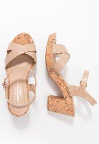 Dorothy Perkins Wide Fit - WIDE FIT RHONDA NOTCH WEDGE - Sandalen met hoge hak - nude - 1