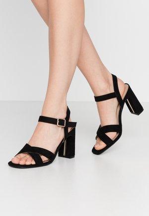 WIDE FIT SELENA BLOCK  - Sandály na vysokém podpatku - black