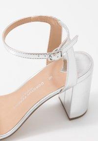 Dorothy Perkins Wide Fit - WIDE FIT SHIMMER BLOCK - High heeled sandals - silver - 5