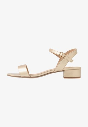 WIDE FIT SPRIGHTLY LOW BLOCK HEEL  - Sandalias - gold