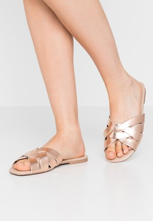 WIDE FIT FENNEL INTERLACED MULE SLIDE - Ciabattine - rose gold